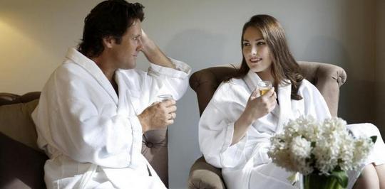 В нашем магазине Вы можете купить махровые халаты для гостиницы