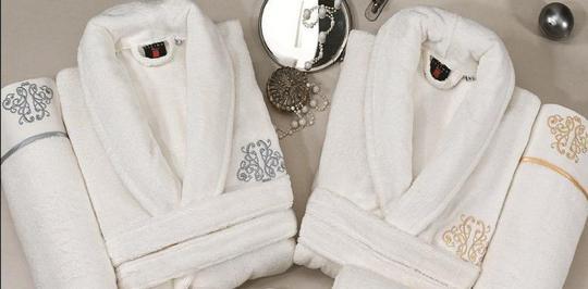 В нашем интернет-магазине Вы можете купить цветные халаты для гостиниц
