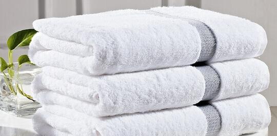 Особенности выбора и ухода за белыми полотенцами для отелей и гостиниц