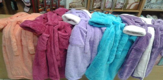 Каждая девушка найдет свою модель женского махрового халата у нас.