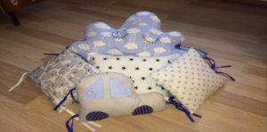 Очень интересные варианты подушек для дома можно найти с различными наполнителями. Они замечательно впишутся в интерьер.