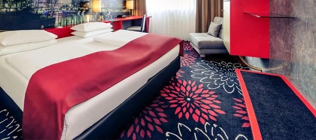 Есть ли место цветном постельному в современном отеле?